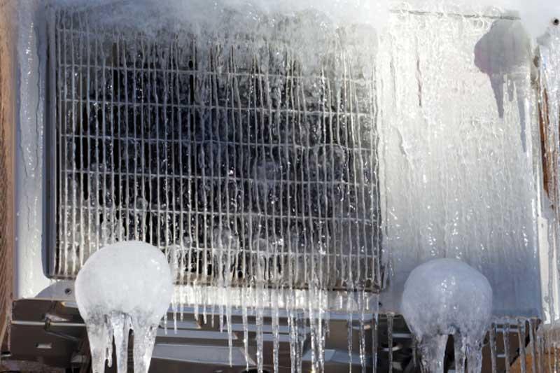 smrznuta vanjska jedinica klime